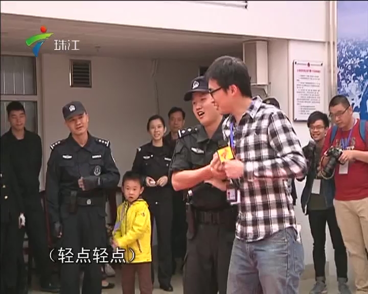 """备战春运:记者试特警功力 3秒被""""制服"""""""