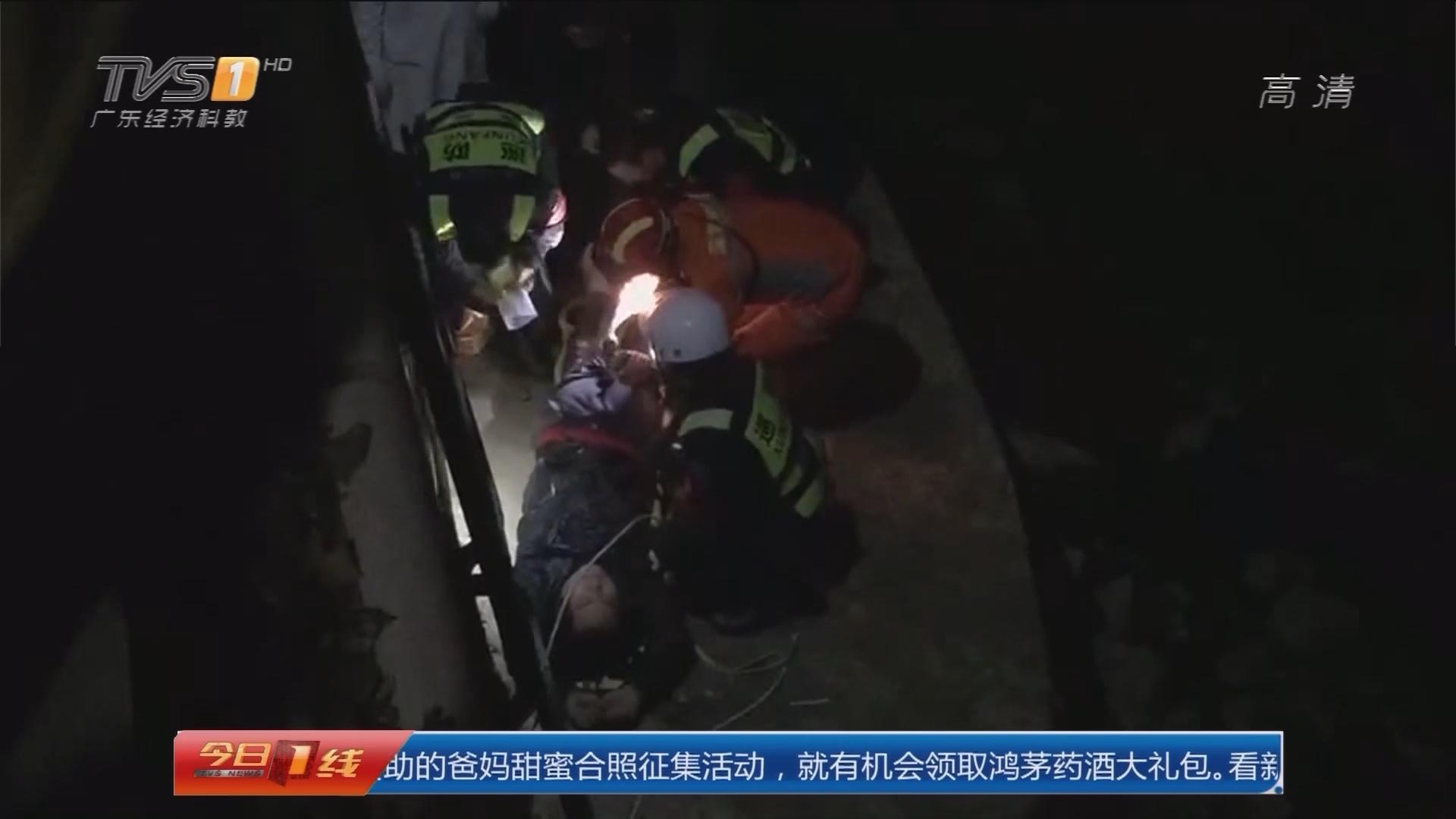 深圳龙岗:劫匪慌不择路跳河 民警消防相救