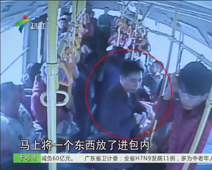 佛山:公交车上扒手行窃 司机乘客合力抓捕!