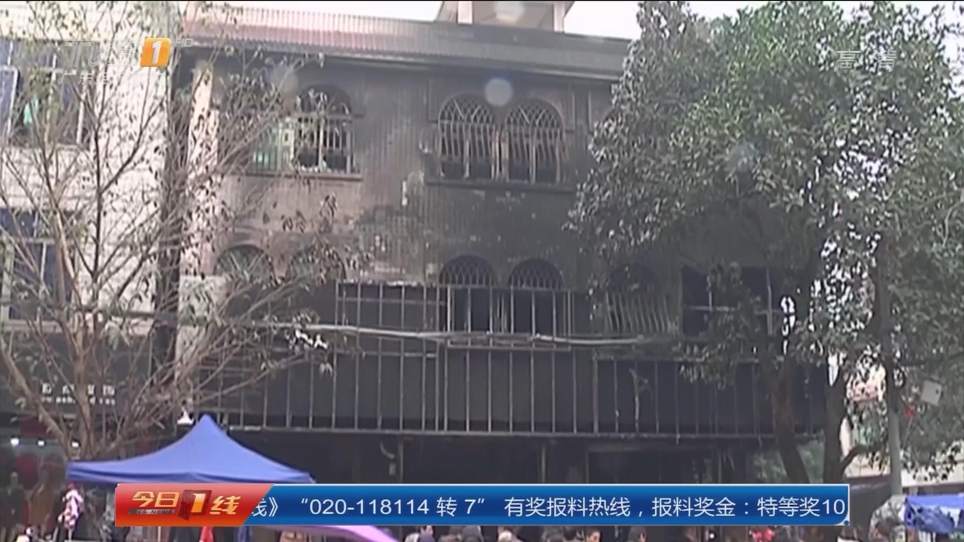 湛江雷州:电器商场疑遭纵火 消防救出被困者