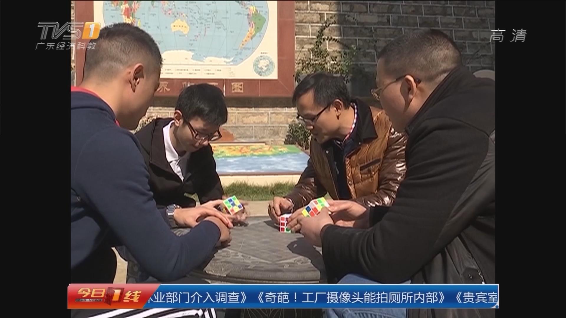 江门:18岁新会魔方少年屡破世界纪录