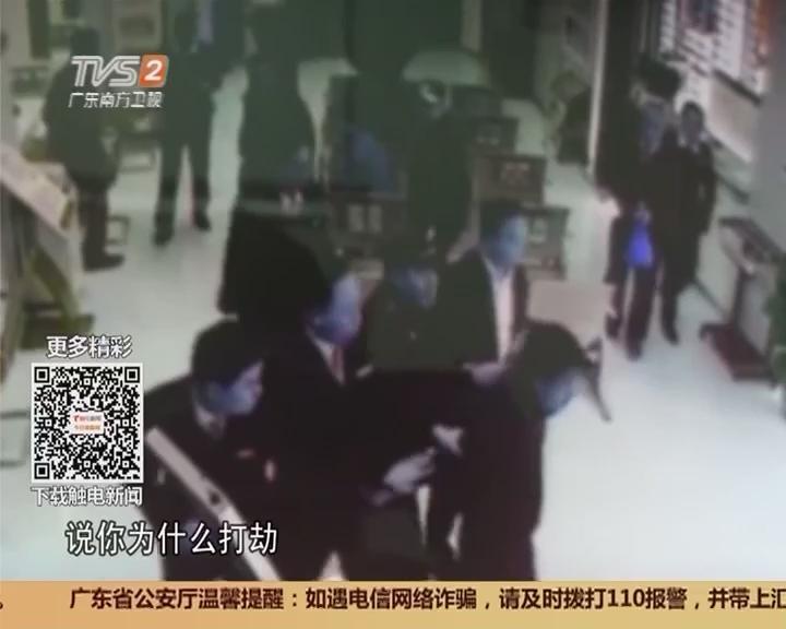 """广州增城:男子""""抢""""银行 五旬保安勇夺刀!"""