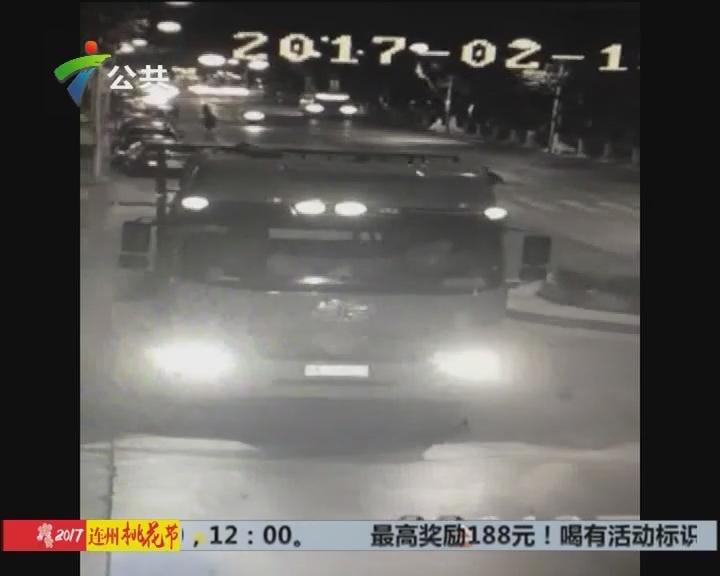 女子掉下摩托卷入货车底 交警全力追查