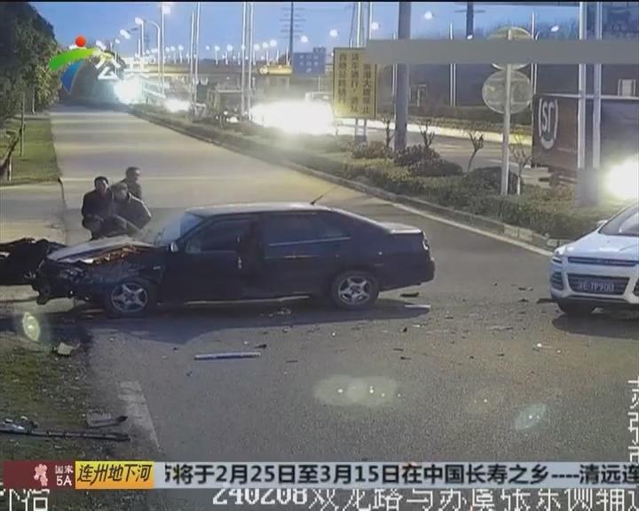 """车祸后司机""""懵了""""看着汽车烧成壳"""