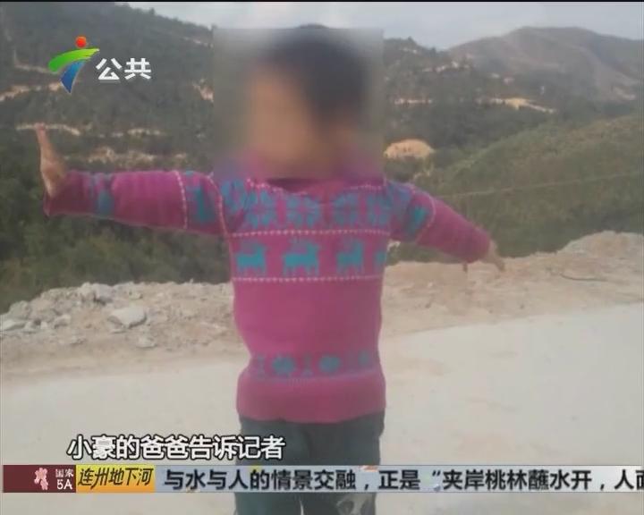 五岁男童掉进水渠 陌生路人救援