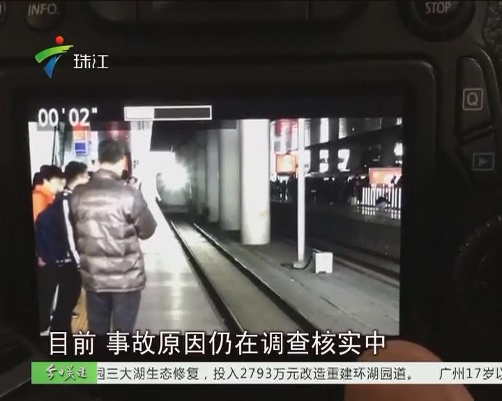 南京:男子翻越轨道出意外