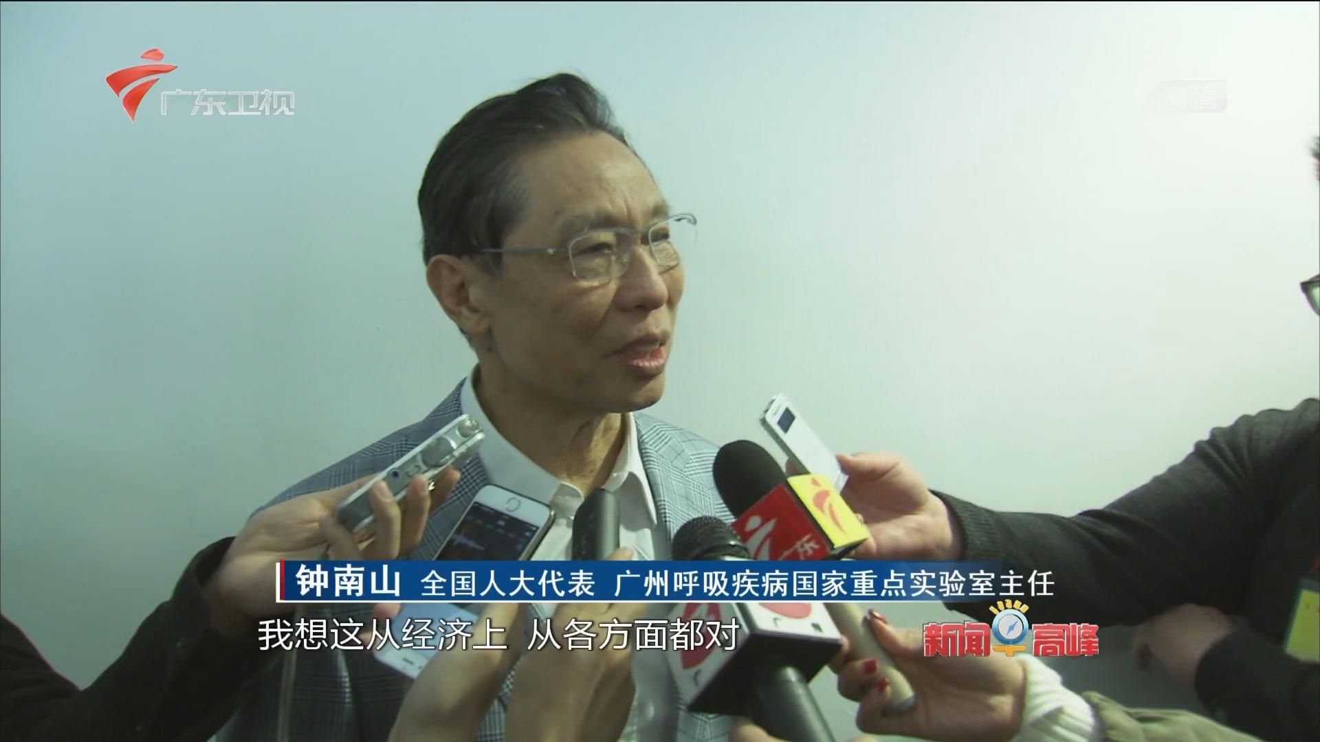 参加全国两会的在粤全国人大代表返回广州