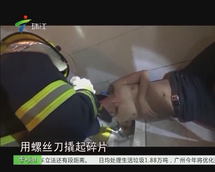 博罗:男子用手掏便池反被卡住