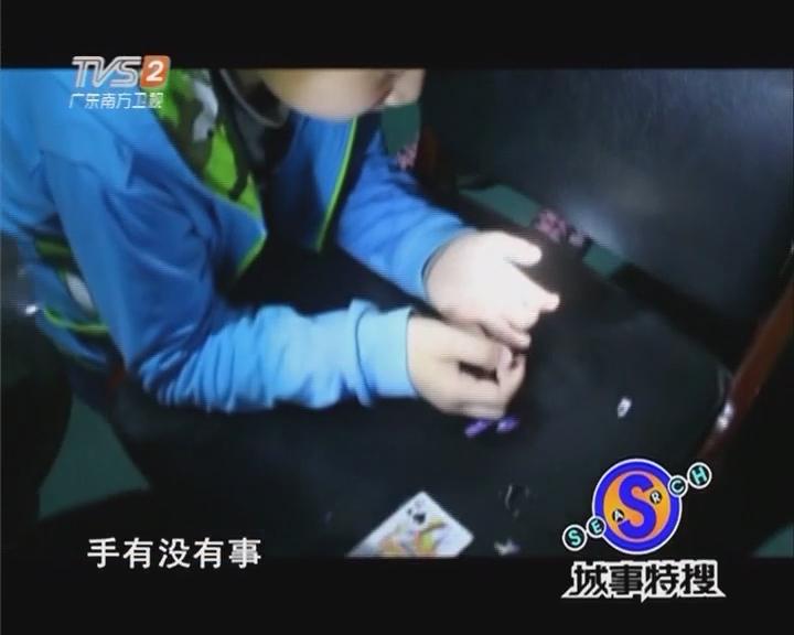 男童手指被卡 消防耐心解救