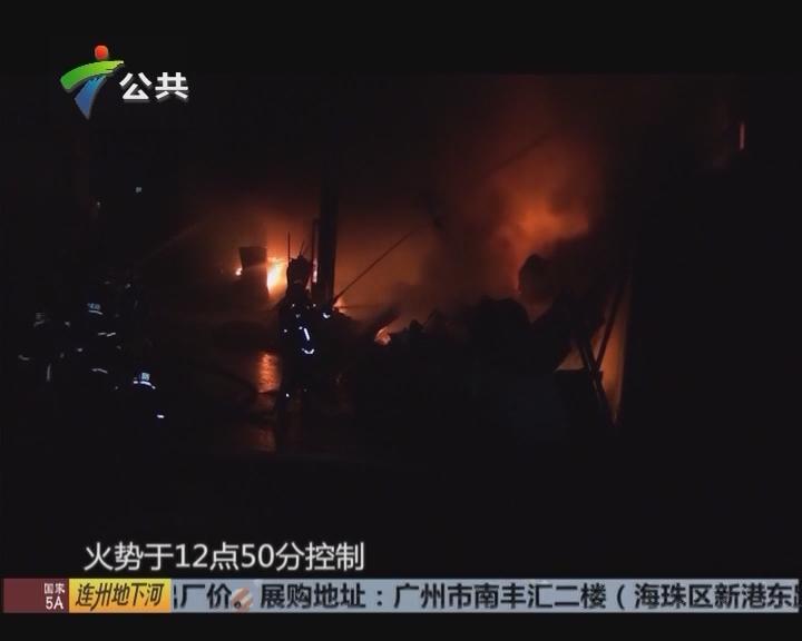 消防凌晨紧急出动 扑灭大火无人受伤