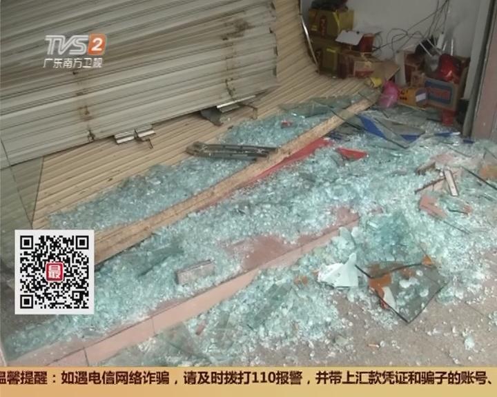 """东莞:凌晨五连撞 饭店成了""""烂摊子"""""""