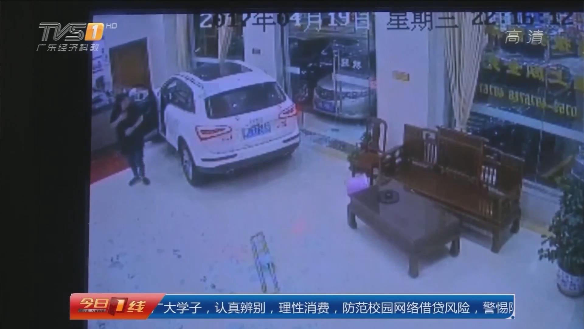 湛江徐闻:新手女司机油门当刹车 冲进宾馆大堂