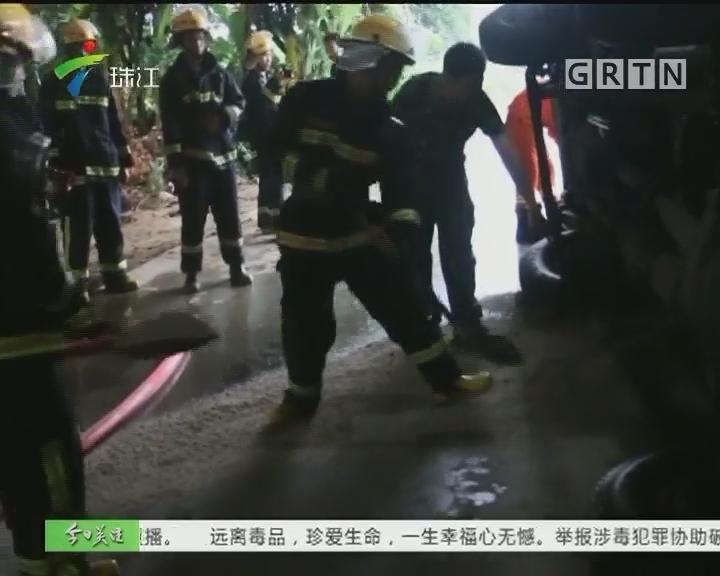 大货车翻侧漏油 消防火速营救被困男子