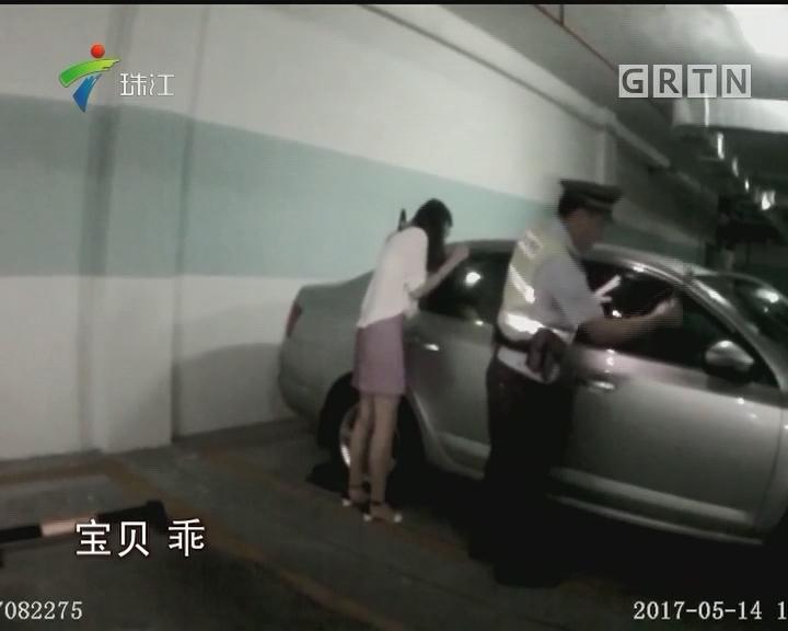 佛山:1岁娃被锁车内 民警紧急破窗救援