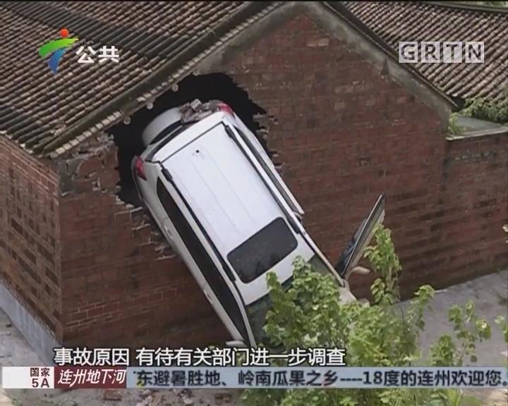村民求助:越野车驶入祠堂 损坏严重