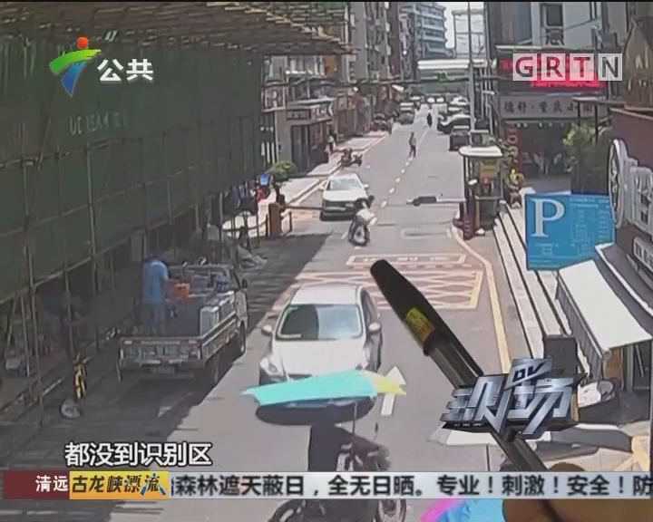 男子骑车撞上栏杆 监控还原真实一幕