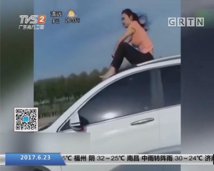 宁夏:女子坐车顶兜风 交警查车处罚