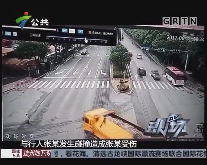 男童马路上遭遇意外 众街坊齐力救助