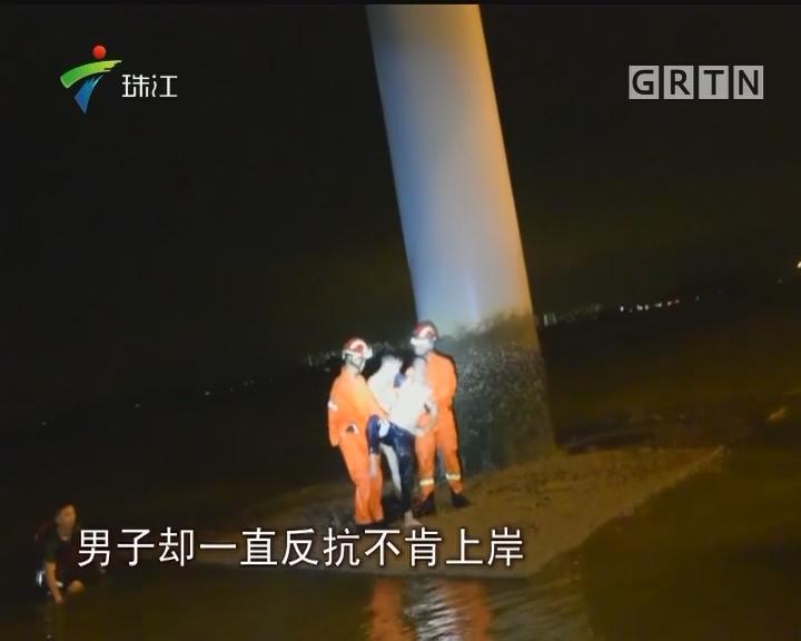 深圳:醉酒男子坠海轻生 消防搭绳火速营救