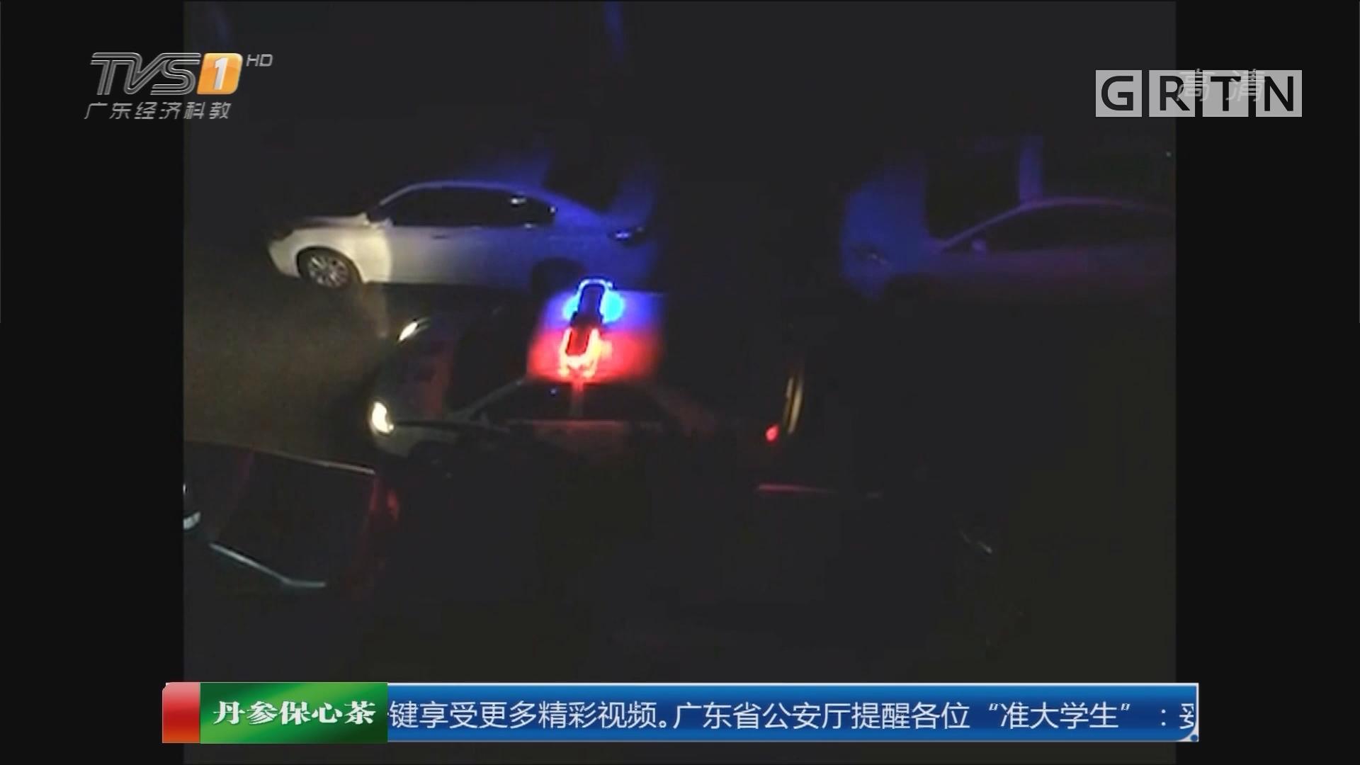 中山:女司机小区开车横行 撞倒多辆车