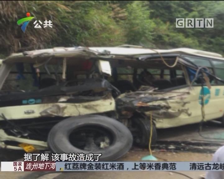 清远:货车撞上中巴车 路过街坊紧急施救