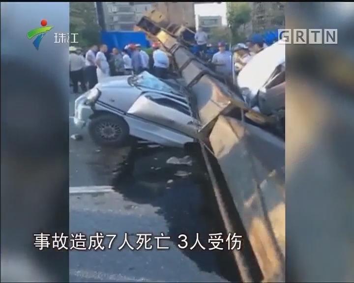 普宁:吊车侧翻砸中小型客车 致7死3伤