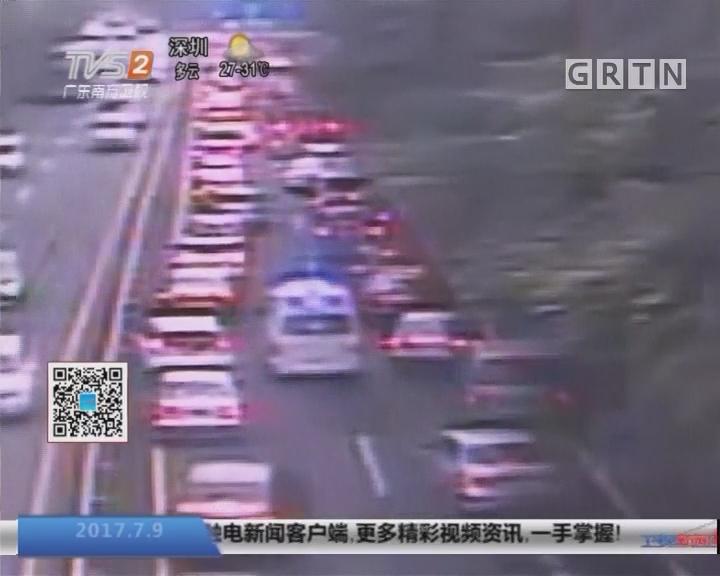 深圳:千多部车辆让道 救护车3分钟通过极拥堵路段