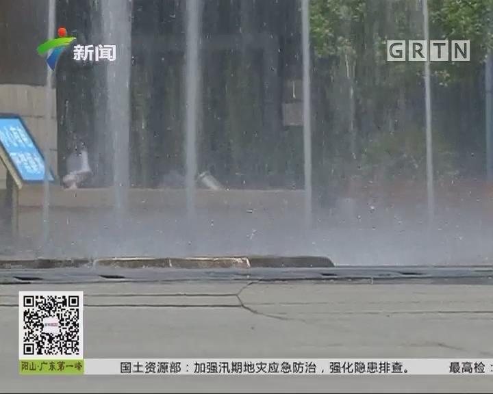 夏日安全提醒:夏日清凉要注意 喷泉水柱变水箭