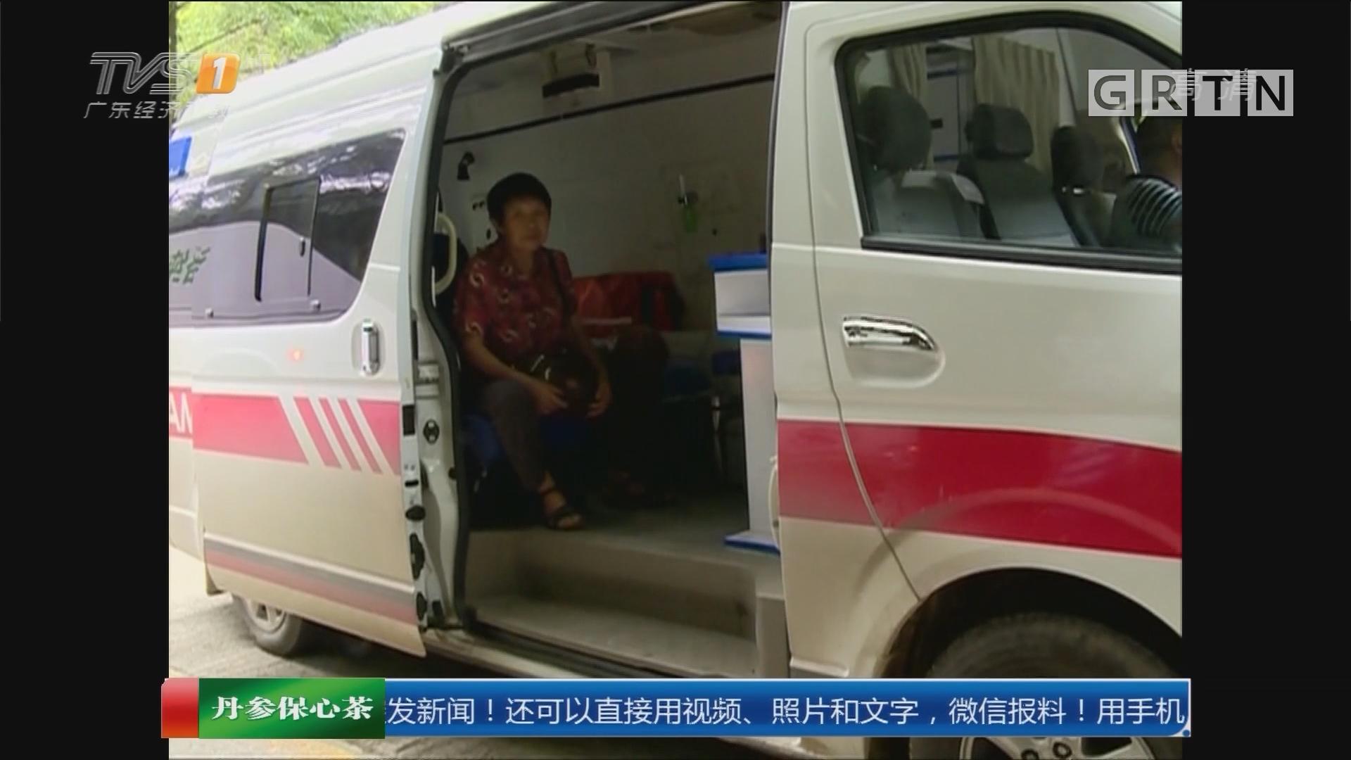 """系列专栏""""温度"""":梅州 众人为救护车""""抬出""""生命通道"""
