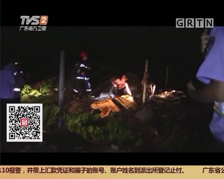 中山:围观交通事故 3男1女不慎坠桥