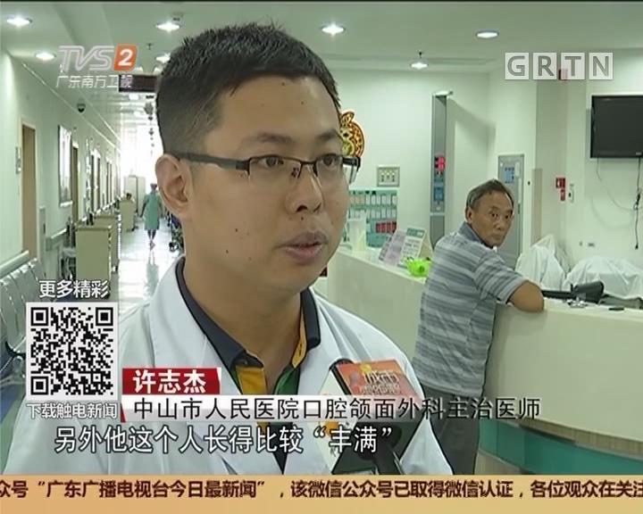中山:钢筋插穿工人脖子 医生消防合力救援