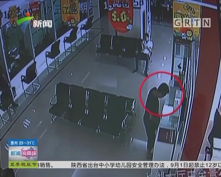湖南长沙:男子自备筷子上银行 到底为了啥?
