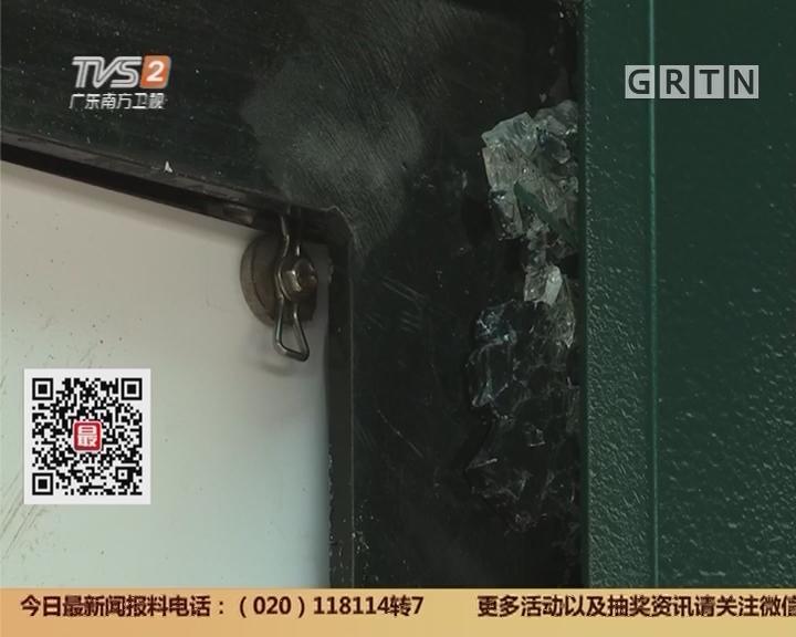 广州:父女站台等公交 广告玻璃突爆裂