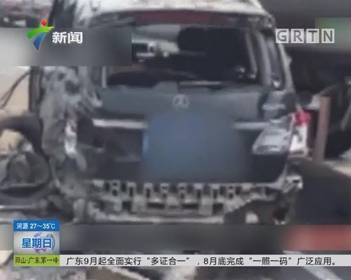 小车被搓碎:小汽车被夹在两货车之间搓碎