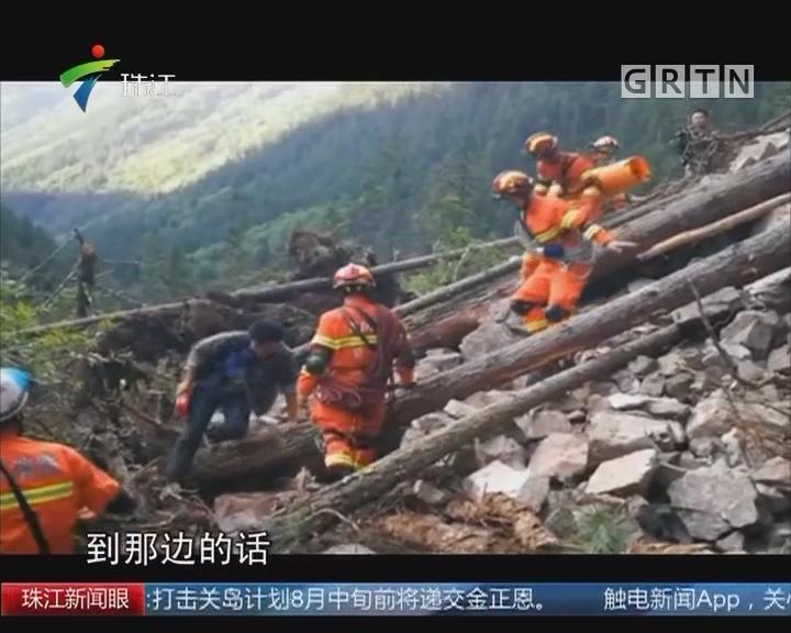 记者徒步深入九寨沟 景区内道路受损严重