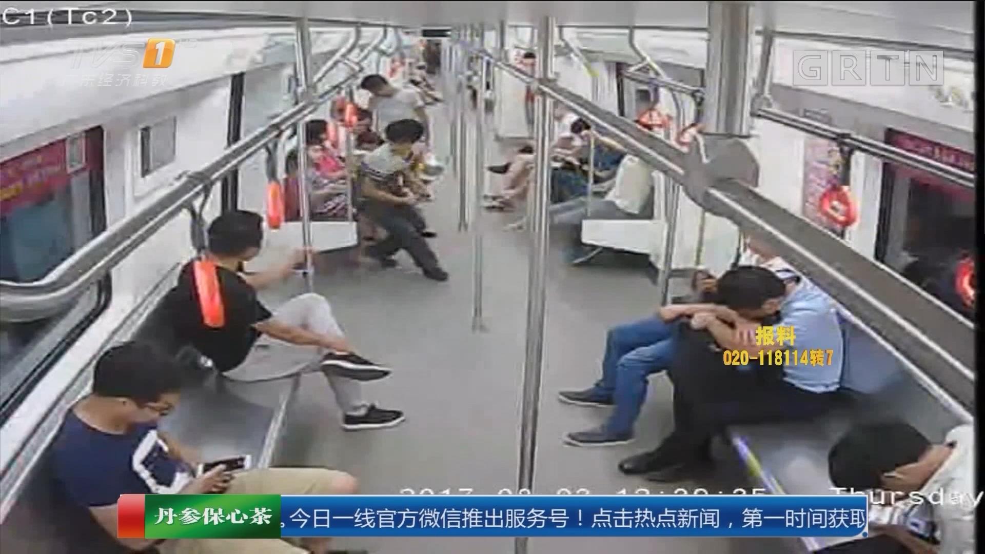 江西南昌:男子地铁内作案 关门瞬间抢手机