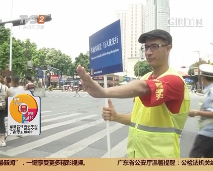 今日最争议:武林高手配合交警执勤?