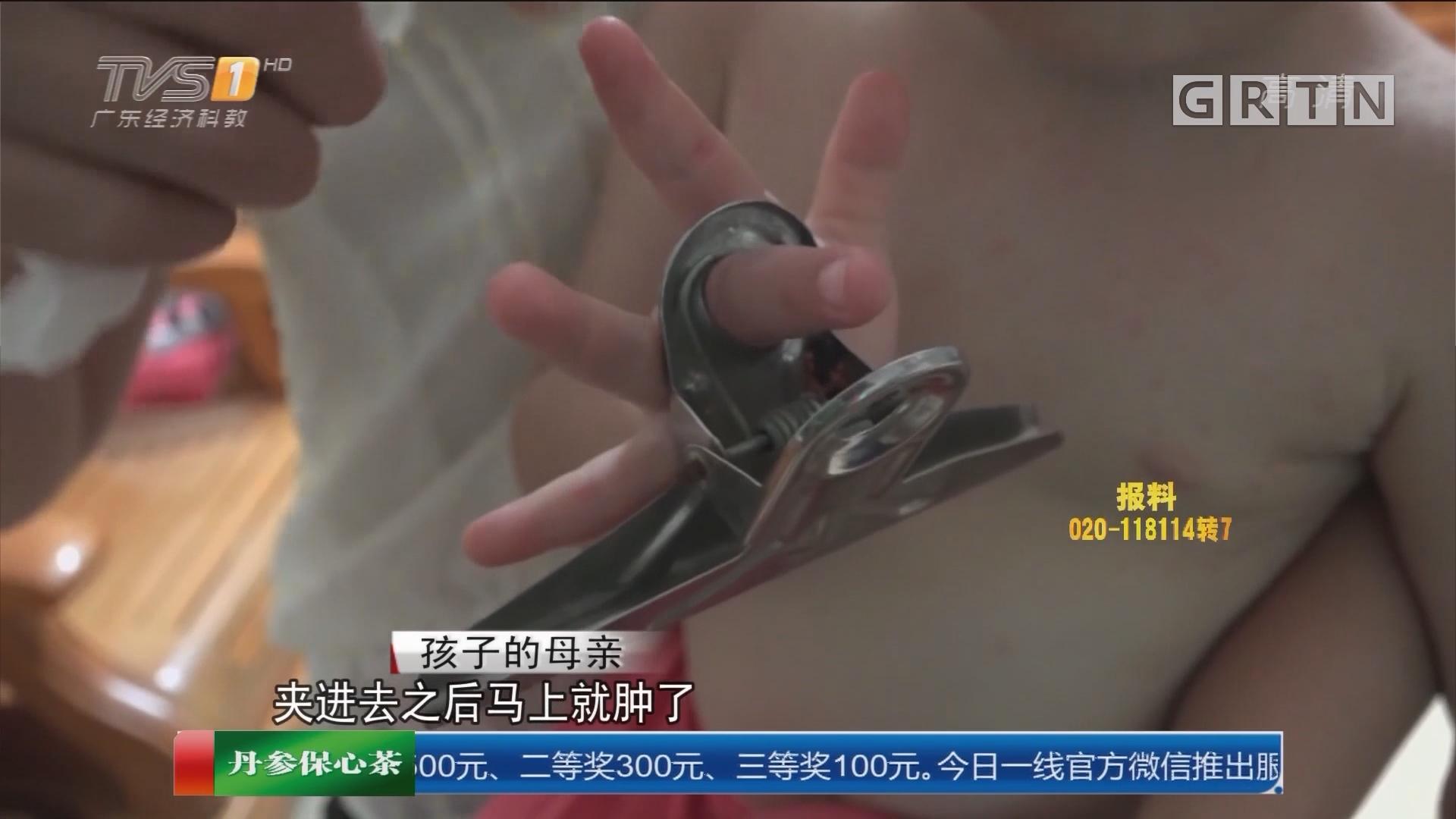 """惠州博罗:两岁男童手指被""""咬"""" 消防破拆解困"""