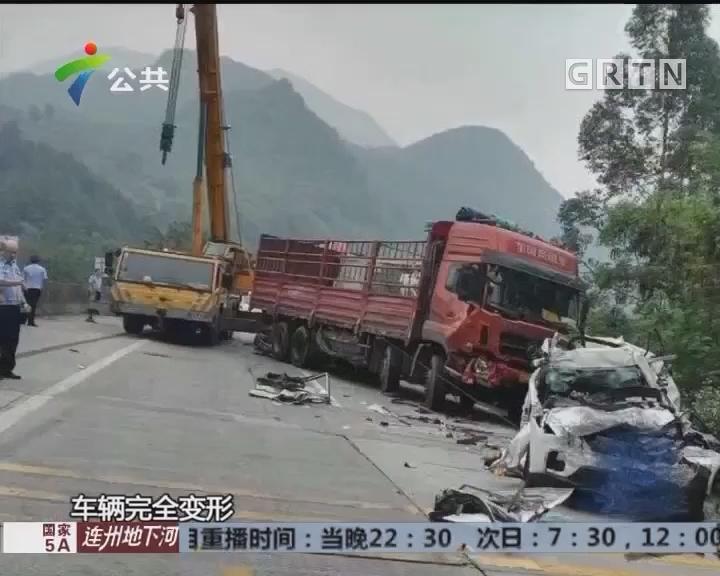 清远:高速发生追尾 民警消防紧急救援