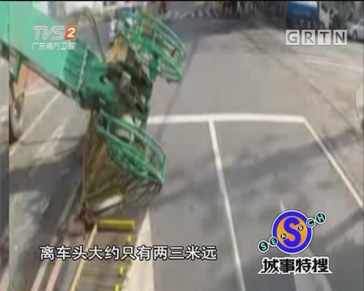 塔吊砸电车 司机成功避险