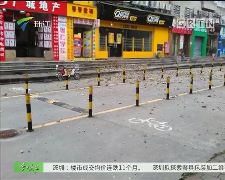 广州:屋顶塌陷瓦从天降 幸无人员伤亡