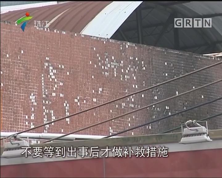 记者调查:宦溪村部分房屋 铁皮屋顶存隐患