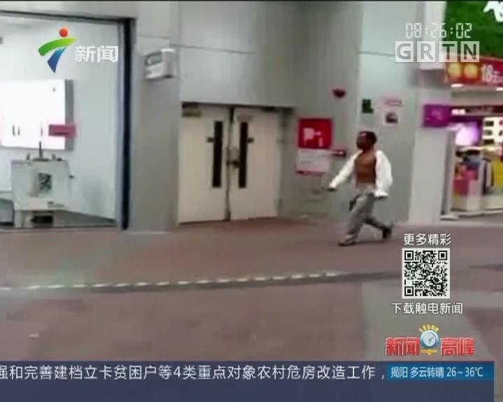 江门:男子持刀闯商场砍游戏机 警员迅速制服