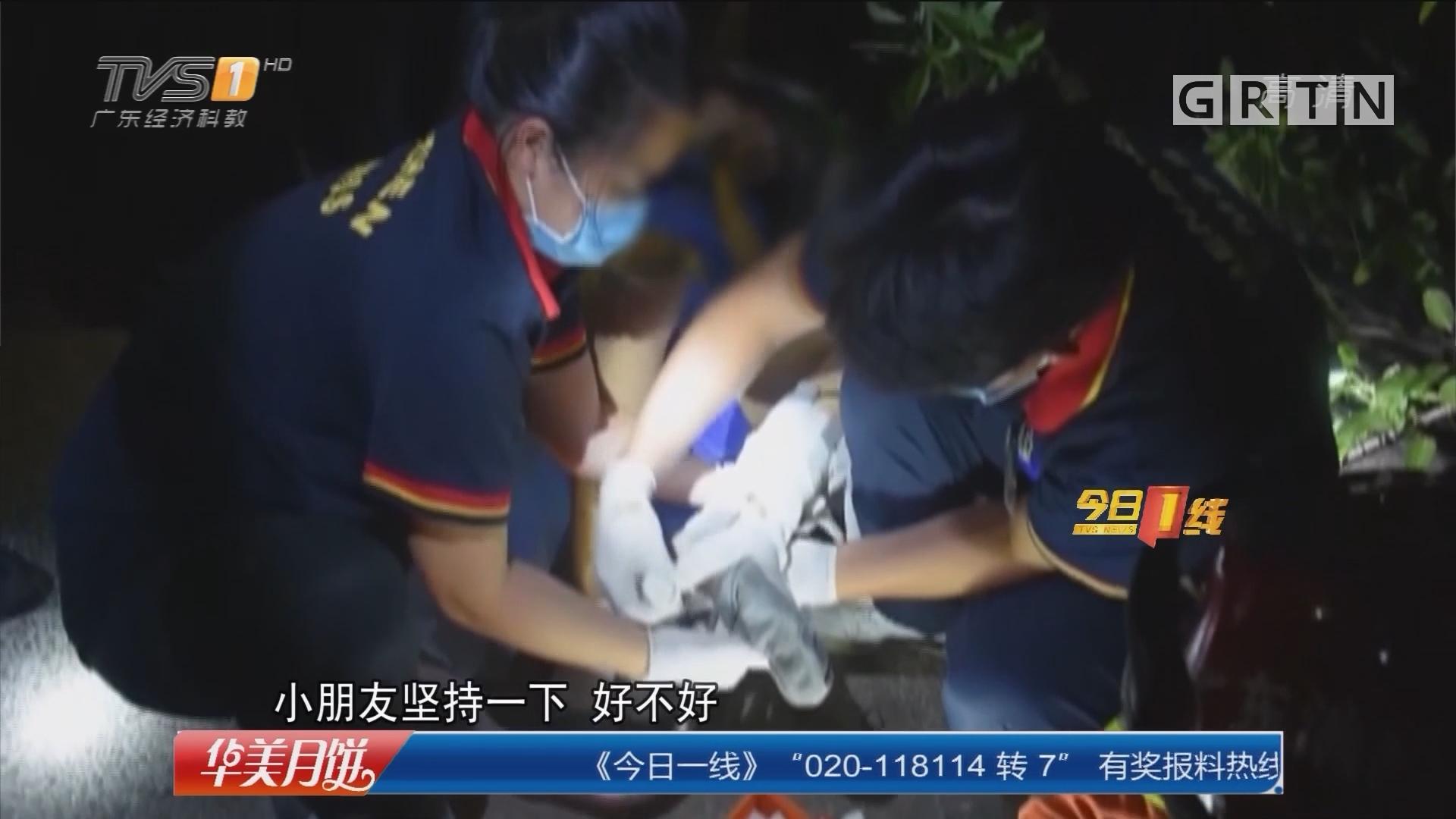 深圳宝安区:男孩12楼坠下奇迹生还 消防施救