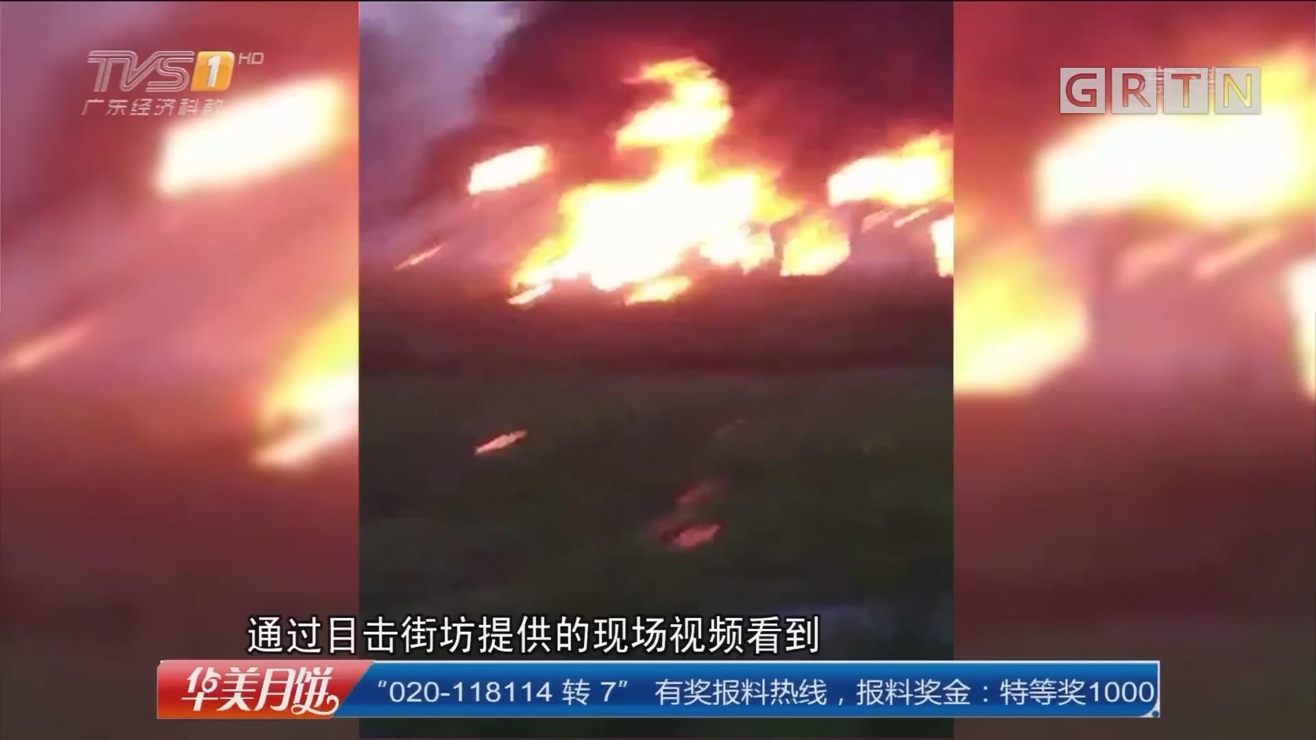 广州:加油站旁建筑起火 消防灭火