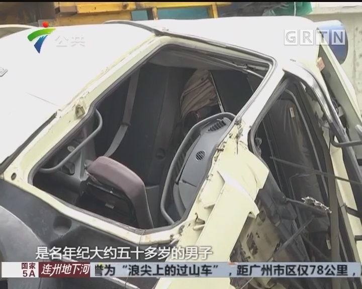 佛山:牵引车侧翻司机被困 消防拆车救人
