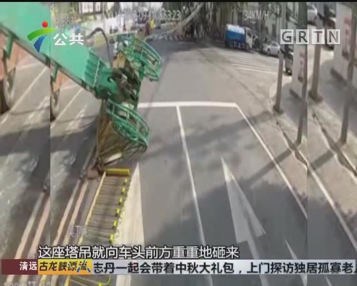 塔吊砸向电车 司机及时刹车成功避险