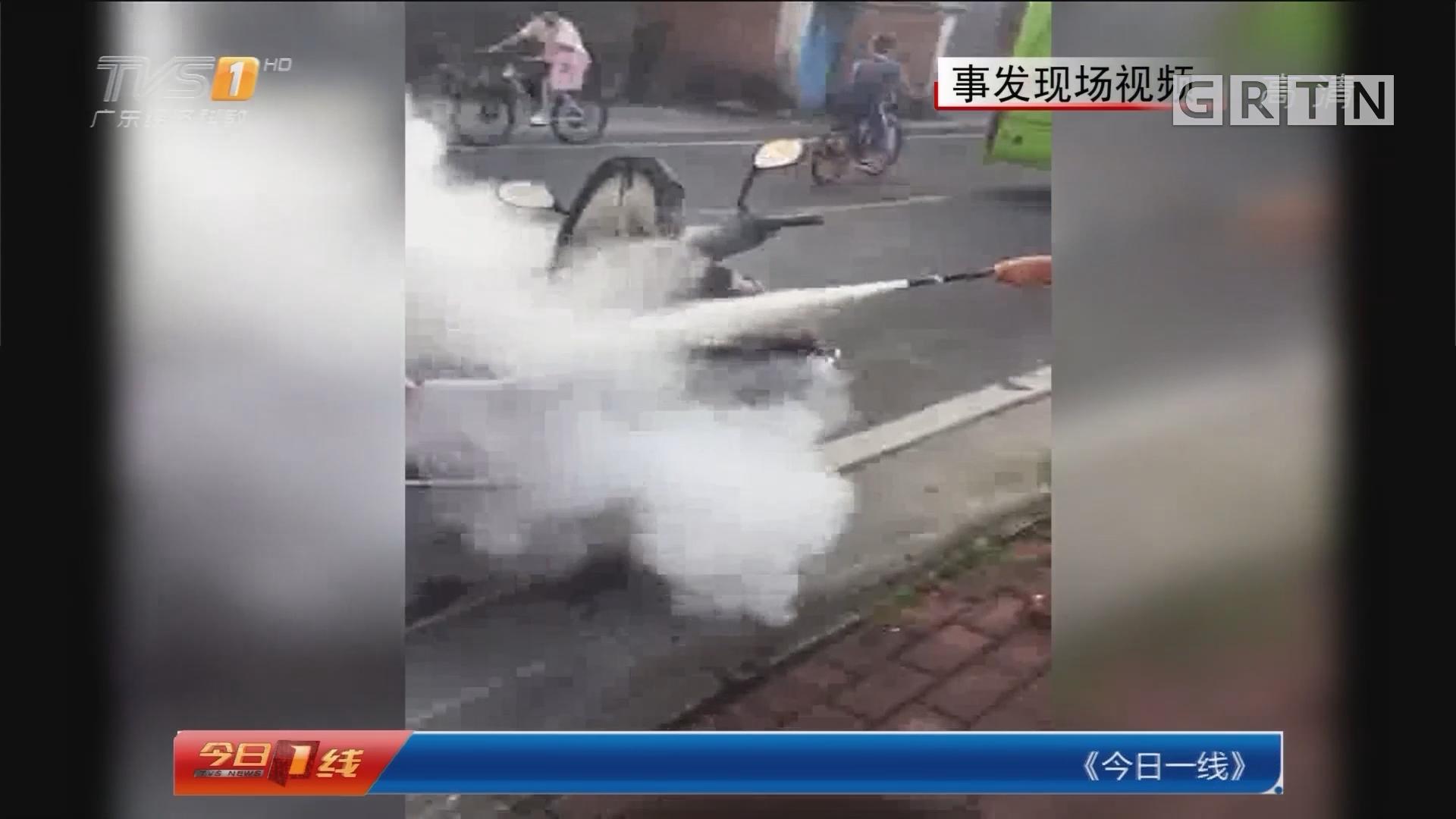 中山三乡:电动车闹市燃烧 过路司机奋勇灭火