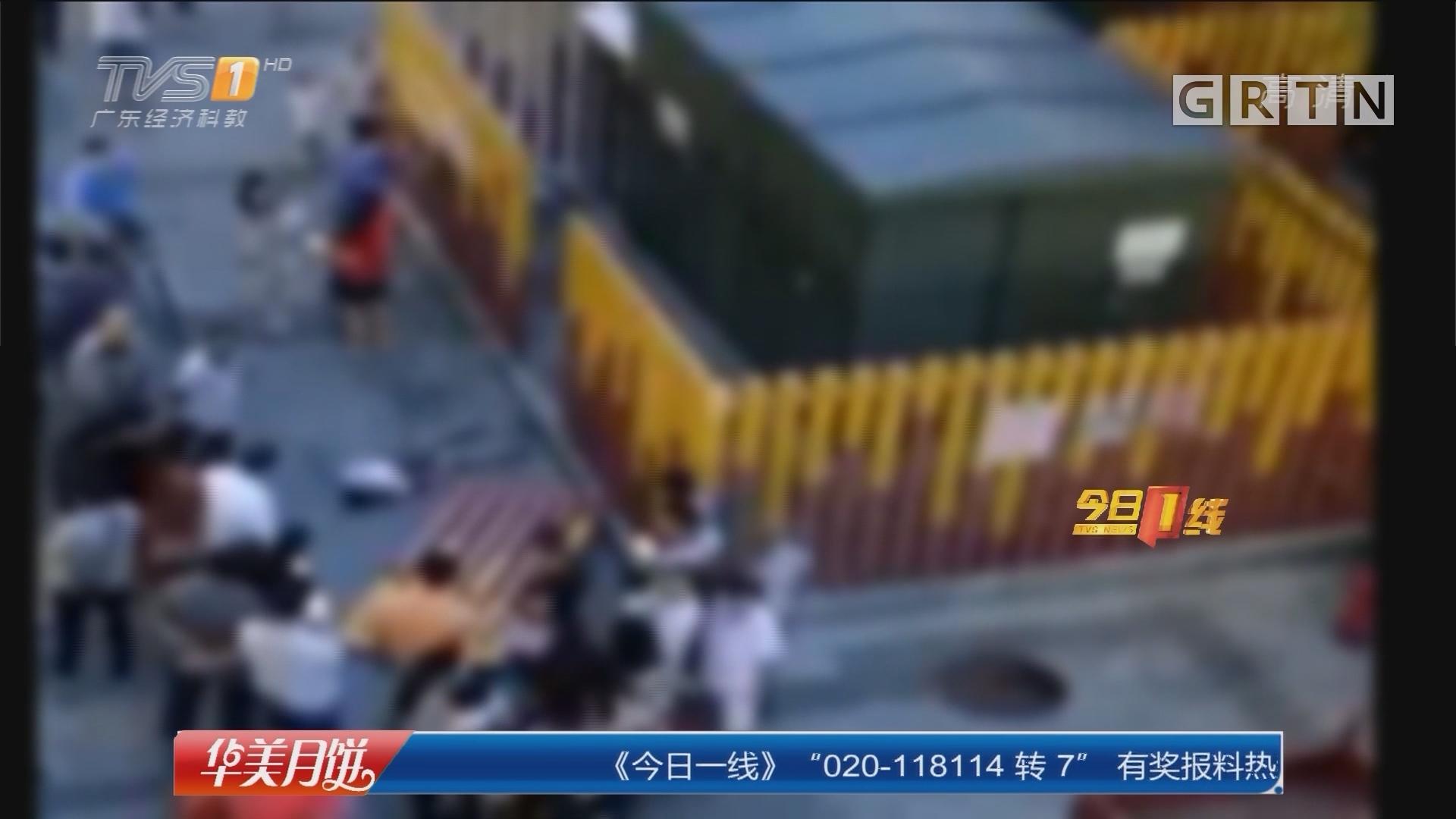 深圳龙岗:6岁男孩被砸 街坊抬栏杆救人