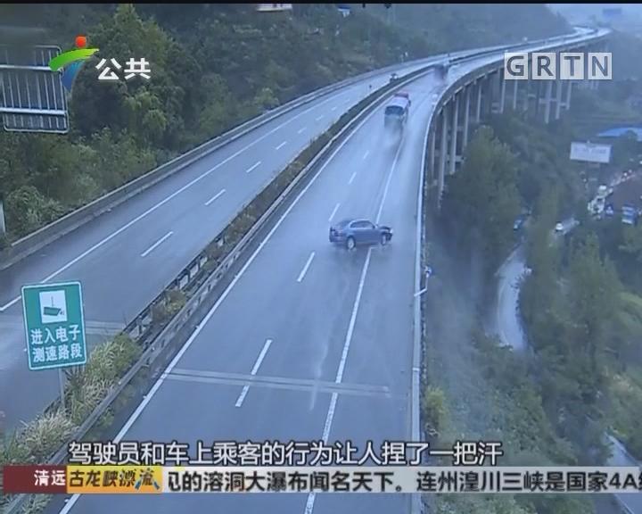 """小车高速""""玩漂移""""撞桥 无安全意识再度被撞"""
